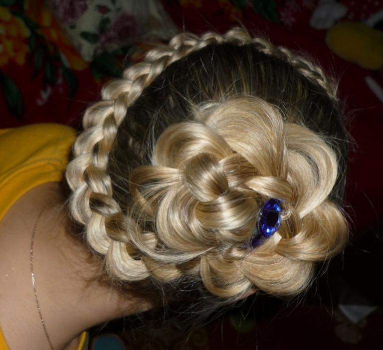 Плетение кос цветком