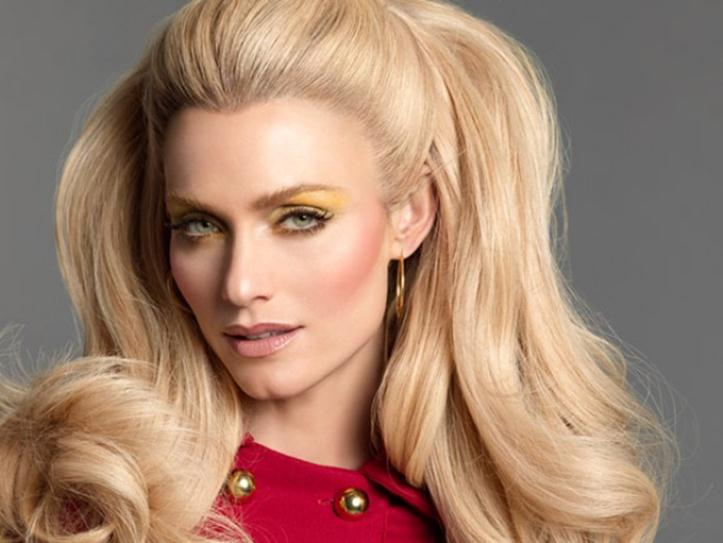 Цвет волос-блондин