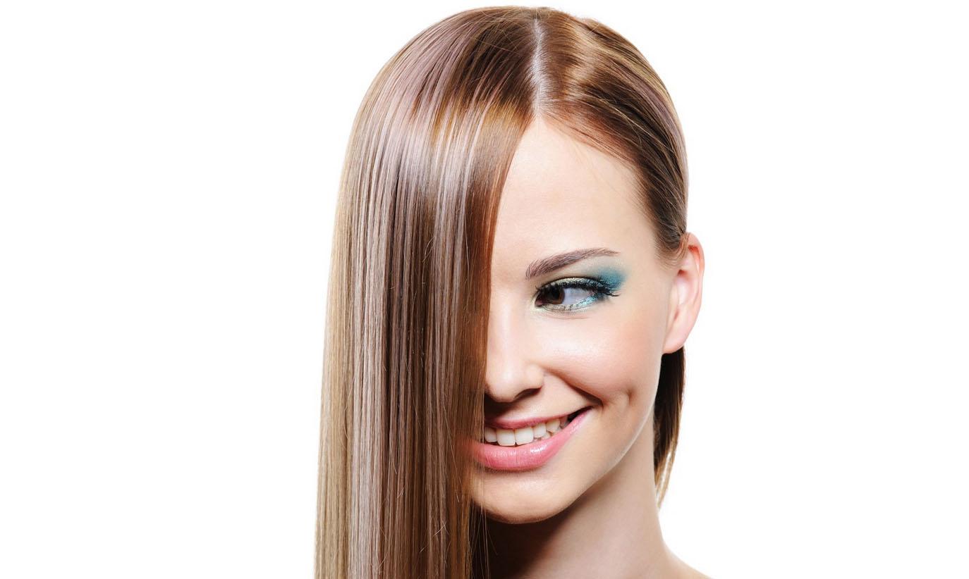 Девушка с выпрямленными волосами фото