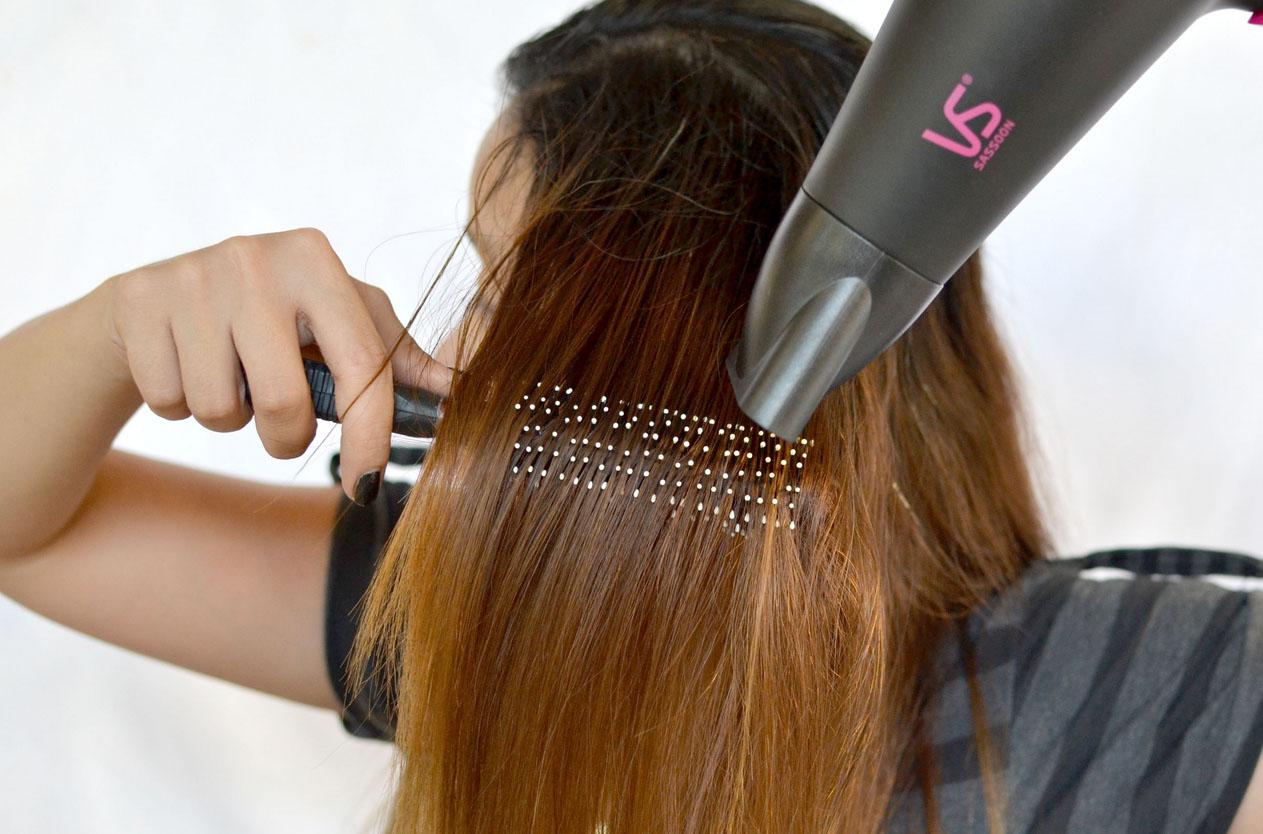 Причёска феном и расчёской