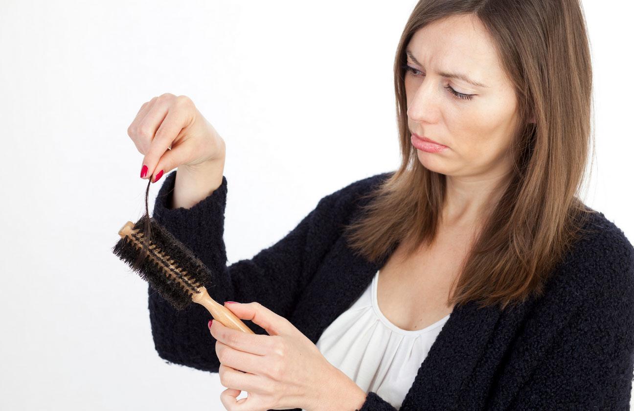 Резко стали выпадать волосы в большом количестве у женщин причины