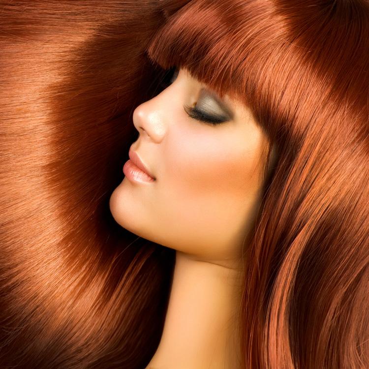 Здоровые волосы яркого оттенка