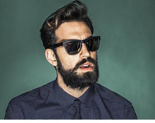 Красивые парни с бородой выбирают ее форму в соответствии с чертами лица, ростом и телосложением