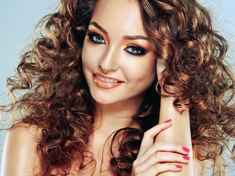 Как сделать красивую объёмную укладку на длинные волосы