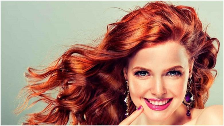 Любительницам частых экспериментов с цветом волос и различных завивок рекомендуется наносить молекулы белка на локоны, поскольку все термические процедуры и агрессивные элементы, входящие в состав красок, со временем разрушают структуру волос