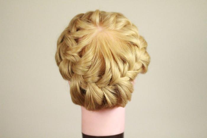 Прическа на средние волосы корзинок