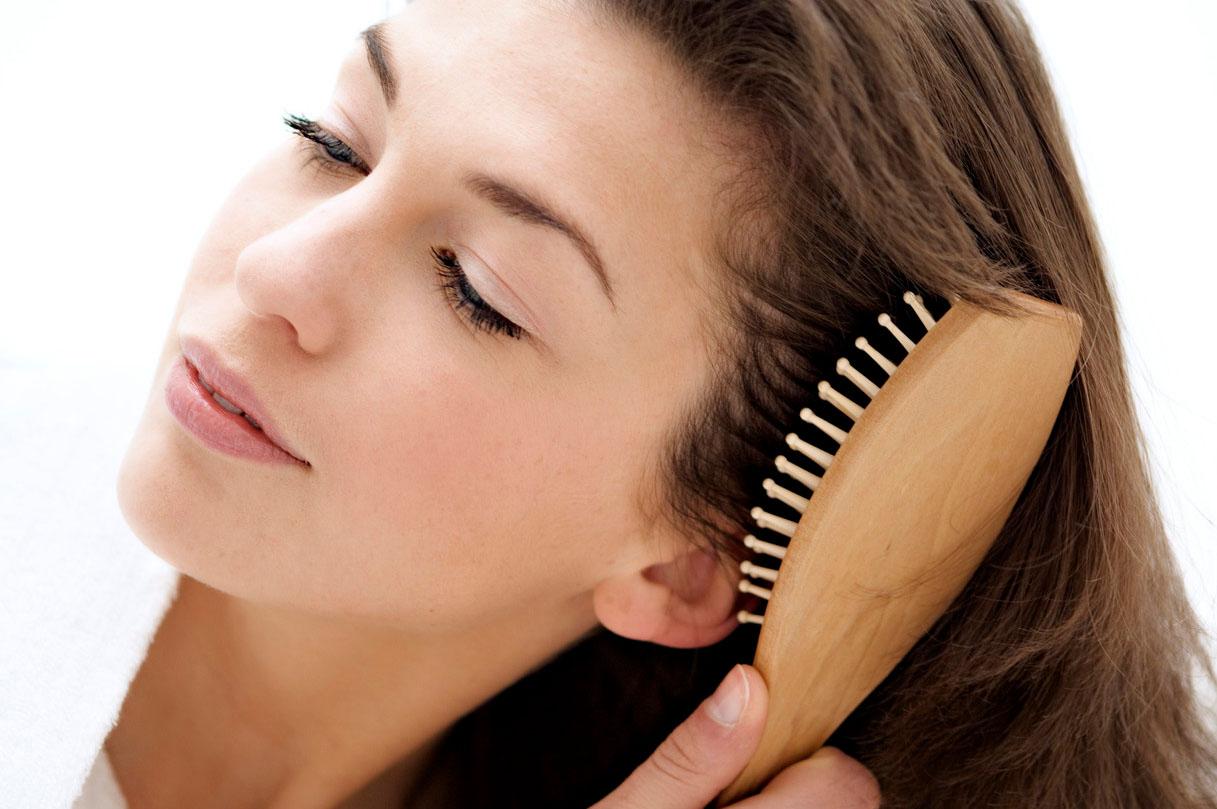 Легкое причесывание волос