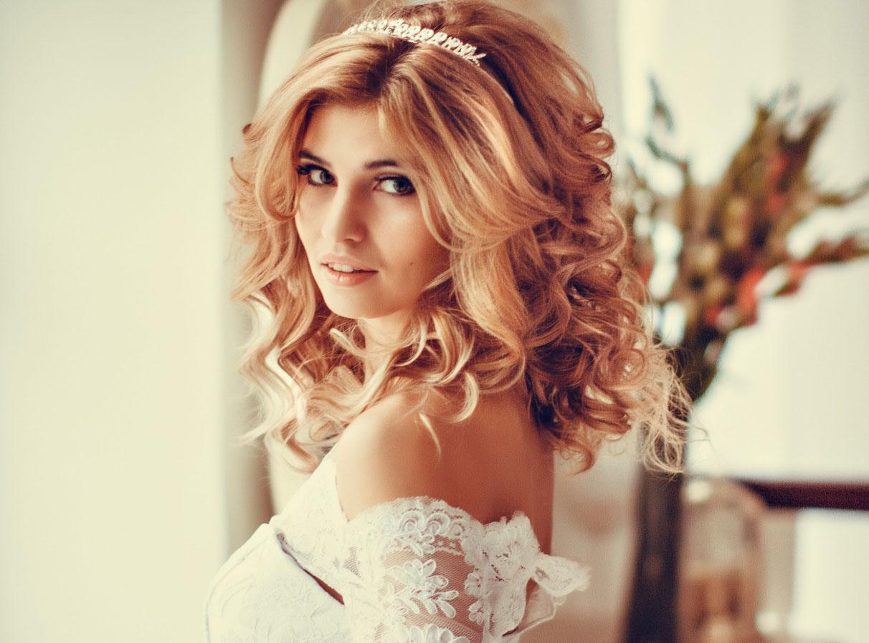 Объемная свадебная причёска