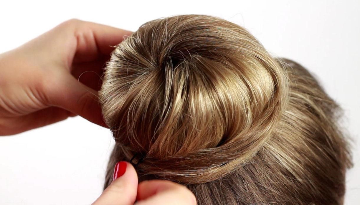 Прически с валиком для волос: 10 причесок своими руками 84