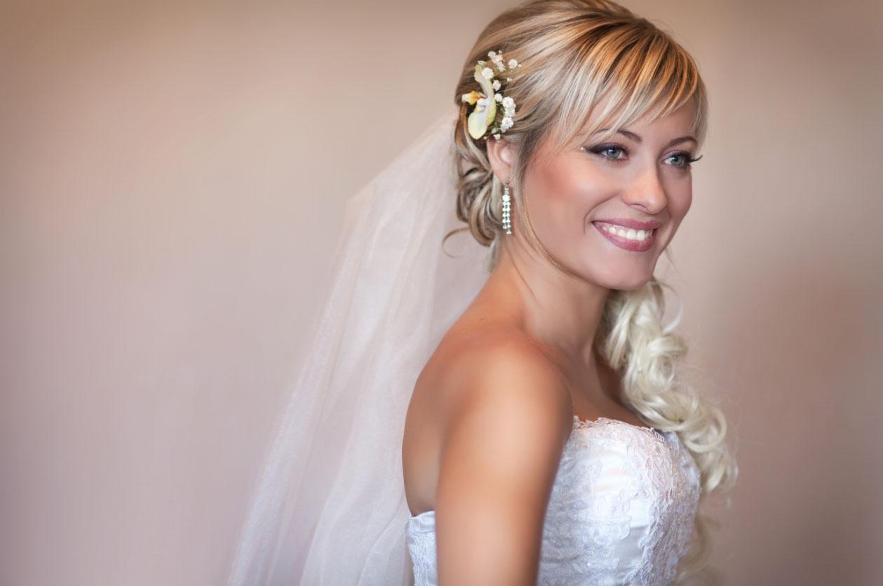Прически свадебные с челкой с диадемой и фатой фото