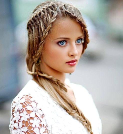 необычная женская прическа из волос средней длины