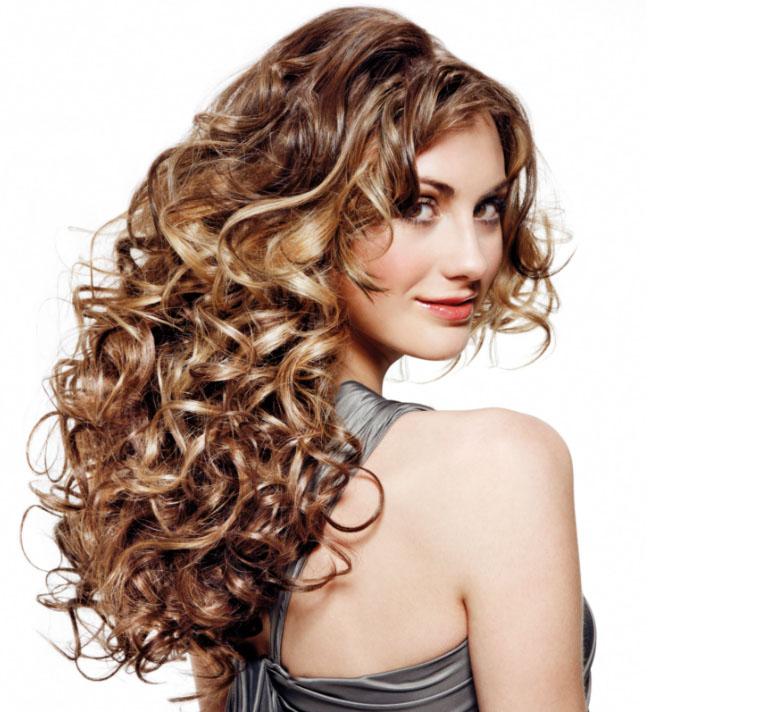 укладка длинных вьющихся волос