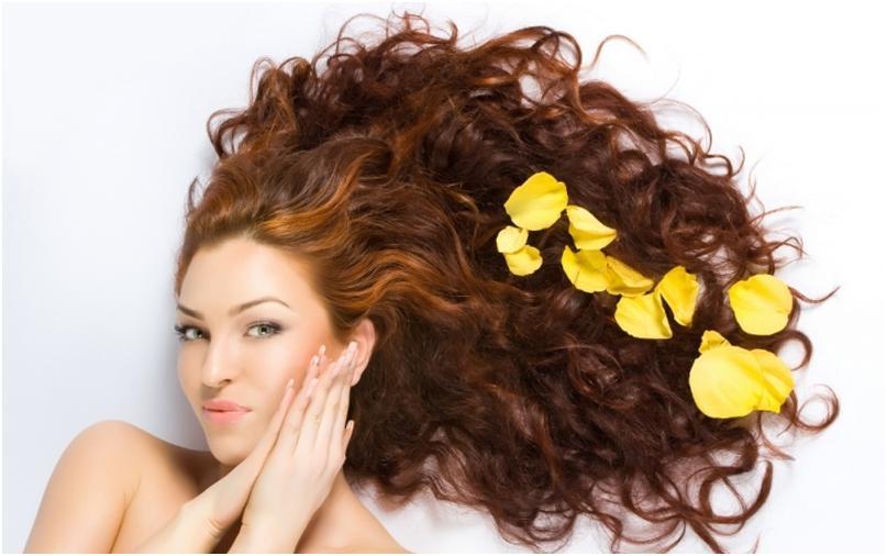 Девушка с красивыми, длинными, рыжими волосами