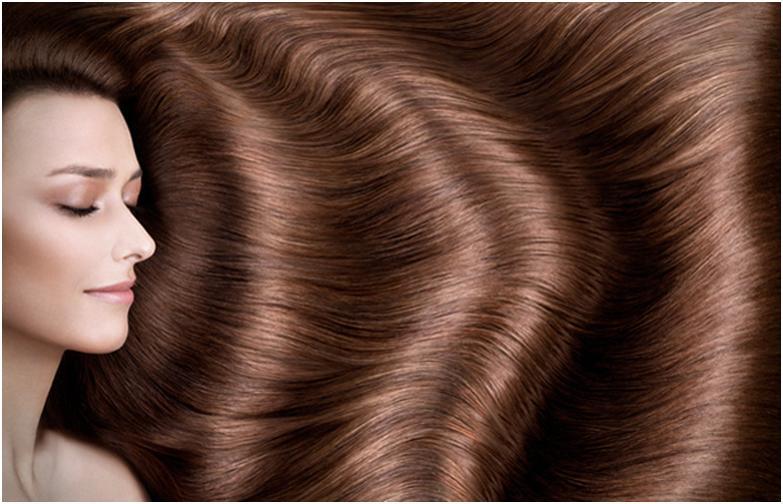 Девушка с красивыми, распущенными волосами