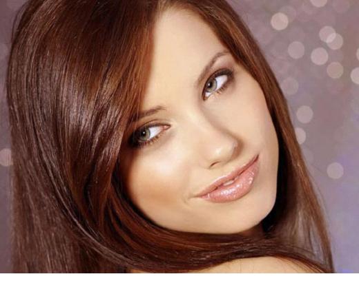 Девушка с каштановым цветом волос