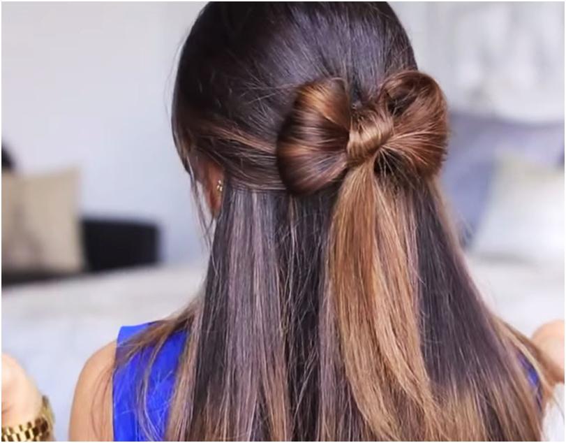 """Девушка с длинными волосами и прической """"бантик"""" стоит спиной"""