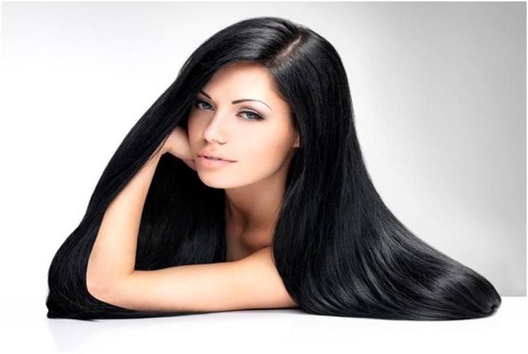 Девушка с черными, длинными волосами