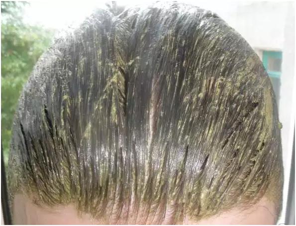 Маска для волос на голове