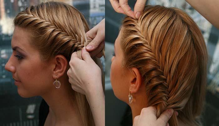 Девушке заплетают косу