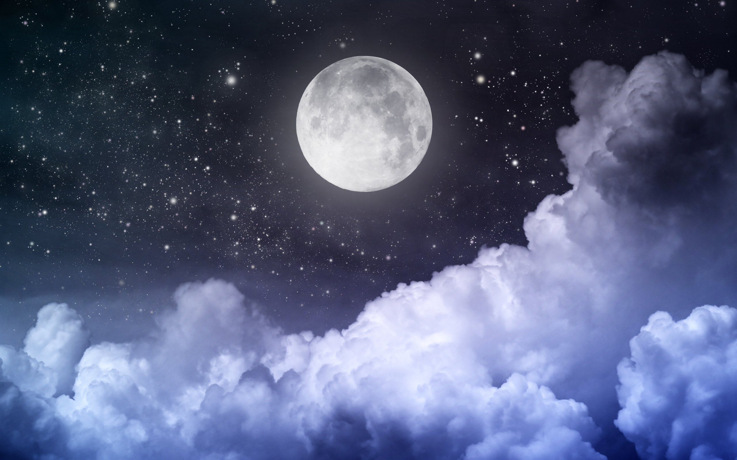 Луна на звездном небе в облоках
