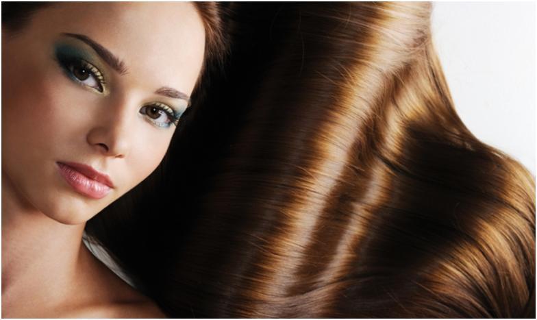 Темноволосая девушка с блестящими волосами