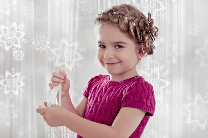 Детские прически для девочек праздничные