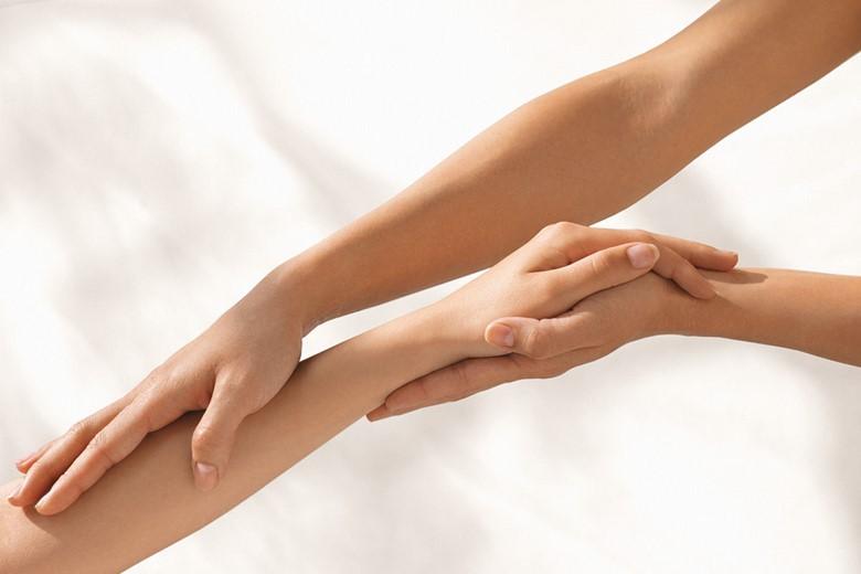 Гладкость женских рук