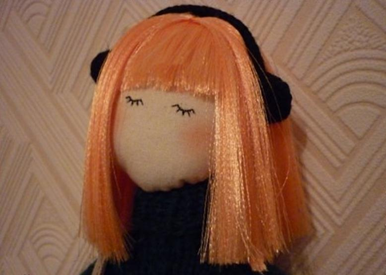 Кукла с волосами из атласной ленты