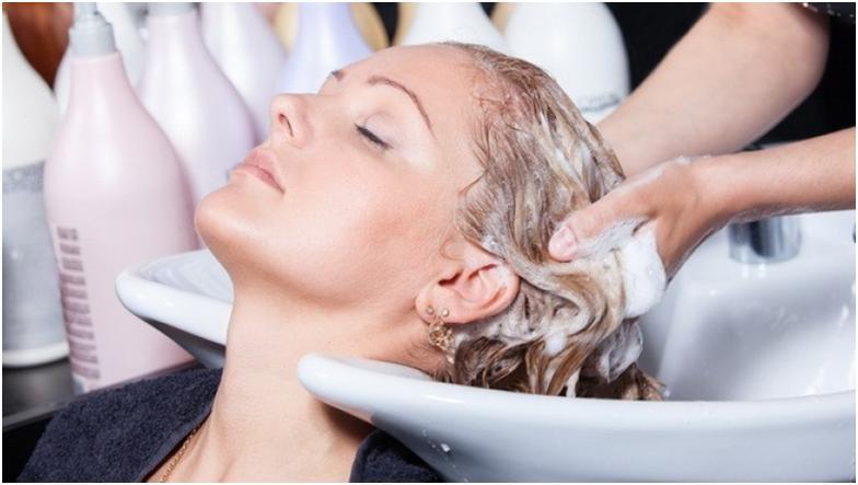 Использование шампуня для блондинок EchoslineS6 итальянского производства позволяет добиться идеального белоснежного оттенка, сопровождающегося серебристым блеском.