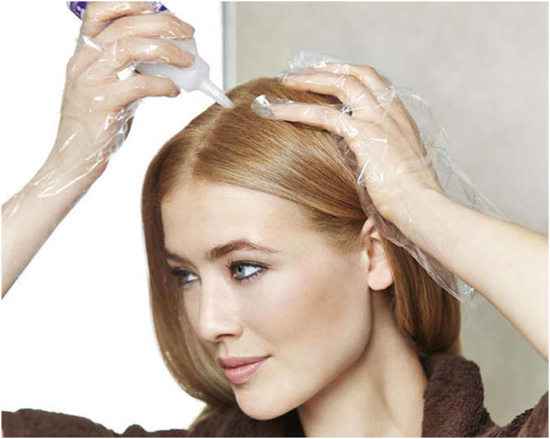 Нанесение средства на волосы