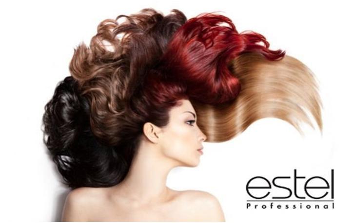 Девушка с разным цветом волос и логотипом Estel Professional