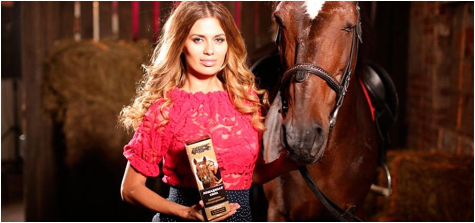 Шампунь Лошадиная сила, рыжеволосая девушка и лошадь