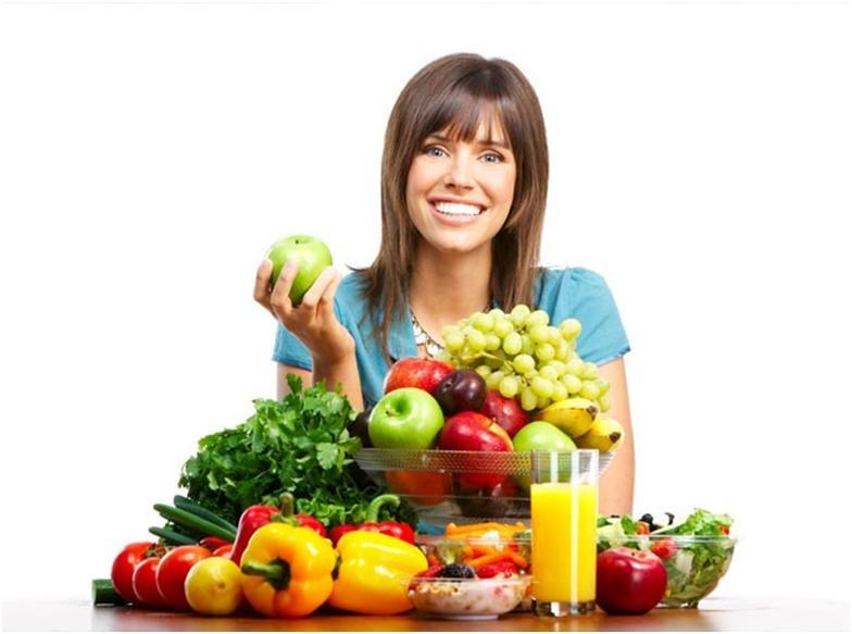 Девушка и фрукты с овощами